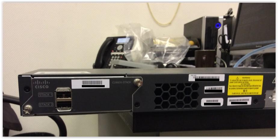 Задняя панель коммутаторов Cisco линейки 2960