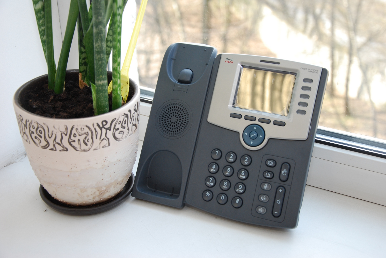 VoIP телефон cisco SPA525G